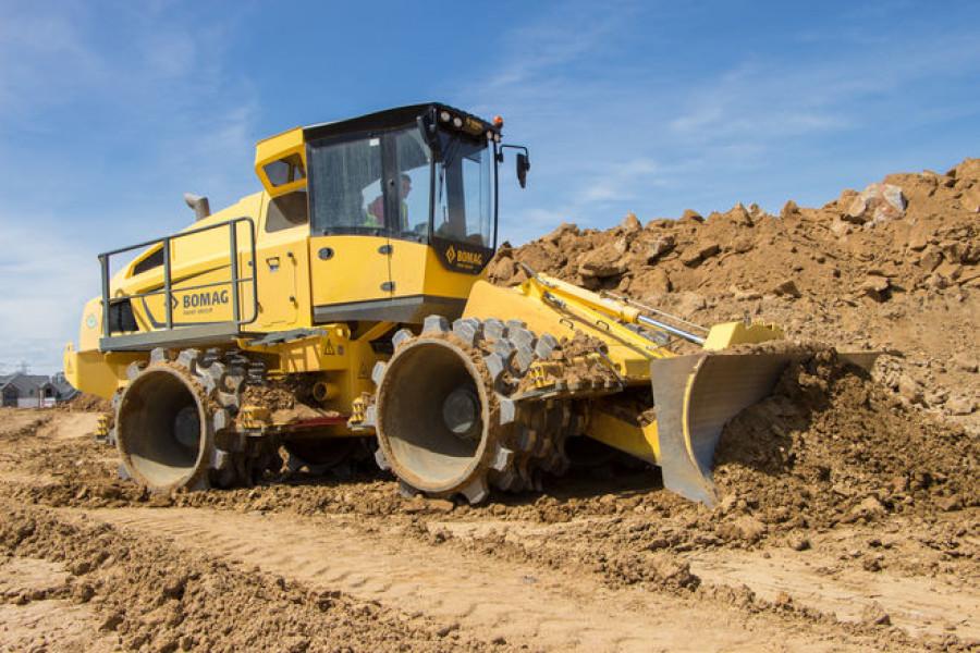 Compactadores de tierra Bomag: distribuyen y compactan